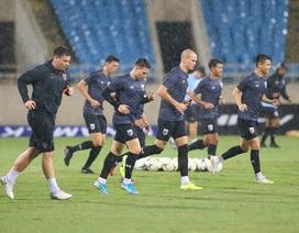 Đội tuyển Thái Lan đội mưa lạnh, lo lắng trước trận gặp Việt Nam
