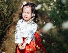 """Bộ ảnh """"họa mi khóc trong nắng"""" gây """"sốt"""" vì biểu cảm dễ thương của bé gái"""
