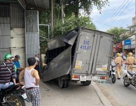 Trộm xe tải gây tai nạn liên hoàn trên đường phố Sài Gòn