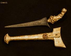 Đấu giá dao găm bọc vàng nạm 36 viên hổ phách có từ thế kỉ 18