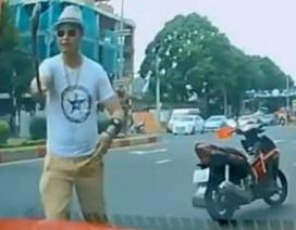 Khởi tố thầy chùa dùng gậy đập vỡ kính xe ô tô người đi đường