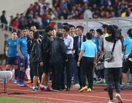 HLV Park Hang Seo nổi nóng và phản ứng với ban huấn luyện Thái Lan