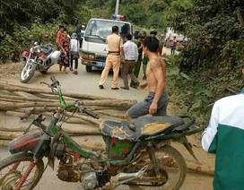 CSGT bị người dân chặn đường để... đòi lại xe vi phạm