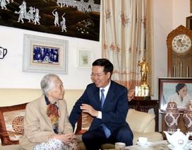 Trưởng Ban Tuyên giáo Trung ương thăm và chúc mừng cựu giáo chức nhân ngày 20/11