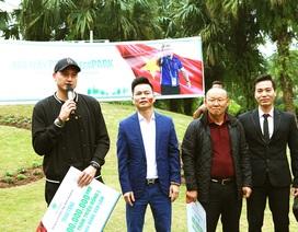 Cư dân Ecopark nồng nhiệt chào đón thầy trò HLV Park Hang Seo và thủ môn Đặng Văn Lâm