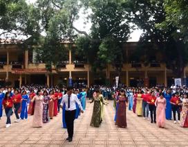 Thầy cô giáo trường THPT Phong Châu nhảy đồng diễn kỷ niệm 20/11