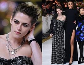 """Kristen Stewart """"chuẩn men"""" đi quảng bá phim mới"""