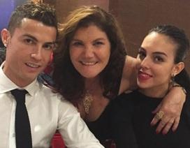 """Người hâm mộ ngỡ ngàng trước tin C.Ronaldo đã bí mật """"rước nàng về dinh"""""""