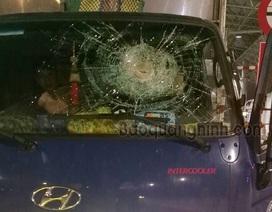 Triệu tập 3 thanh niên ném đá ô tô trên cao tốc Hạ Long - Vân Đồn