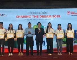 Học bổng Sharing the Dream trao 300 triệu đồng tiếp sức sinh viên nghèo Quảng Bình