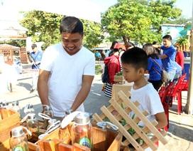 Người dân Hội An háo hức mang rác đi đổi lấy quà tặng