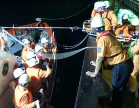 Cứu thành công thuyền viên tàu Thái Lan bị nạn ngoài khơi Nha Trang