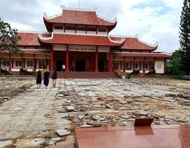 """Bỏ 5 tỷ đồng """"thay"""" lớp đá sân Bảo tàng Quang Trung có lãng phí?"""