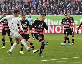 Coutinho lập công, Bayern Munich bám sát ngôi đầu bảng
