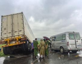 Vụ xe khách tông container làm 3 người chết: Xe khách lấn làn đường!