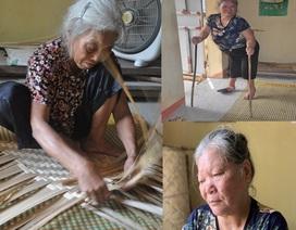 Thương 2 cụ tuổi 90 vẫn miệt mài ngồi đan cót lo từng bữa rau, bữa cháo cho con