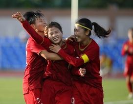 Đội tuyển nữ Việt Nam được tiếp tế đồ ăn, quyết thắng Thái Lan