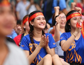 """CĐV không ngại cổ vũ dưới trời nắng, U22 Việt Nam chiến thắng """"6 sao hủy diệt"""" trước Brunei"""