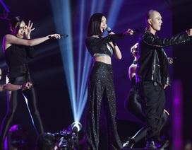 Bích Phương bùng nổ trên sân khấu AAA, được khán giả quốc tế quan tâm