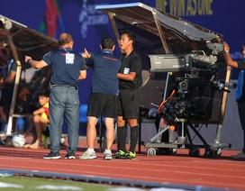 HLV Park Hang Seo nổi cáu với trọng tài bàn ở trận thắng U22 Lào