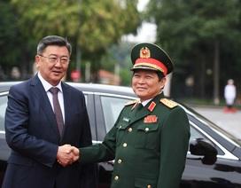 Bộ trưởng Quốc phòng Mông Cổ thăm chính thức Việt Nam