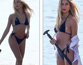 Vợ Justin Bieber diện áo tắm nuột nà trên biển