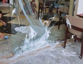 Một nhà hàng ở Hội An bị kẻ xấu ném sơn giữa ban ngày