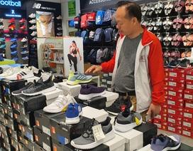 """Giày Nike, Adidas giảm giá 80%, dân tình vẫn lắc đầu """"nguây nguẩy"""""""