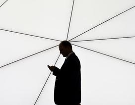 Ca sĩ nổi tiếng có 4,5 triệu fan trên Facebook nhưng không dùng điện thoại
