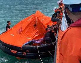 Cứu 10 thuyền viên trên tàu hàng bị chìm đột ngột giữa biển