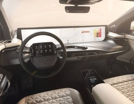 Không còn chạy đua mã lực, các hãng so kè kích cỡ màn hình trên xe