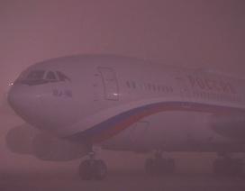 Chuyên cơ của ông Putin hạ cánh ngoạn mục trong sương mù dày đặc