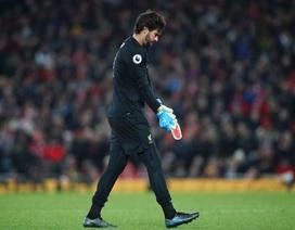 Liverpool 2-1 Brighton: Tấm thẻ đỏ tai hại của Alisson