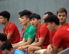 Bùi Tiến Dũng lộ vẻ ưu tư trước trận gặp U22 Singapore