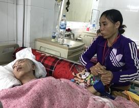 Người mẹ nghèo đơn thân nghẹn ngào nhìn con trai hiếu thảo thoi thóp trên giường bệnh