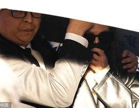 Bạn gái Cao Dĩ Tường lần đầu xuất hiện, đưa thi thể nam tài tử về Đài Loan