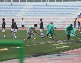 Sân Rizal Memorial ngập nước trước trận đấu U22 Việt Nam gặp U22 Singapore