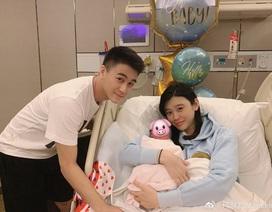 """Siêu mẫu nội y lộ diện sau khi sinh """"đích tôn"""" cho tỷ phú Macau"""