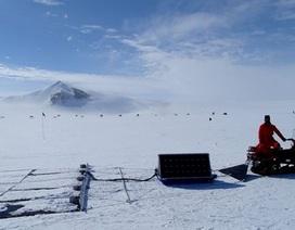 Tìm kiếm thiên thạch ở Nam Cực
