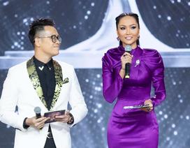 H'Hen Niê run khi làm MC đêm Bán kết Hoa hậu Hoàn vũ