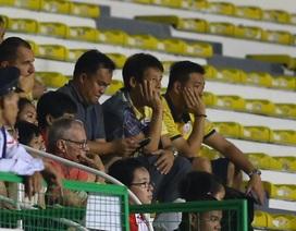 HLV Nishino chán nản, bỏ về sau bàn thắng của Đức Chinh