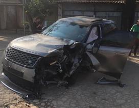 Hà Nội: Xe sang Range Rover nát bét đầu sau cú va chạm liên hoàn