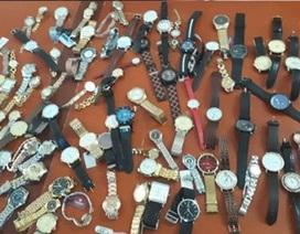 """Nửa đêm đột nhập chợ """"khoắng"""" hàng trăm chiếc đồng hồ"""