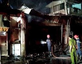 Cứu cả gia đình 5 người kẹt trong cửa hàng bị cháy ở Sài Gòn
