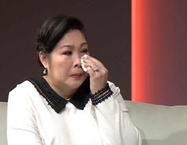 Hồng Vân khóc nức nở khi trở thành MC chương trình tôn vinh những người mẹ