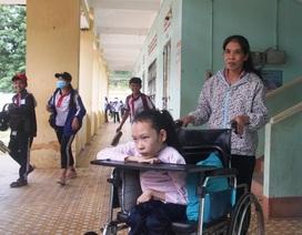 9 năm ngồi học trên xe lăn, cô gái ước có thể vui đùa trên chính đôi chân của mình