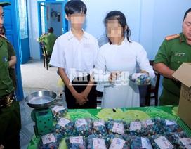 Gần Tết, học sinh cũng tham gia mua bán pháo nổ