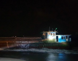 Tàu không người, ghi chữ Trung Quốc dạt vào bờ biển Hà Tĩnh