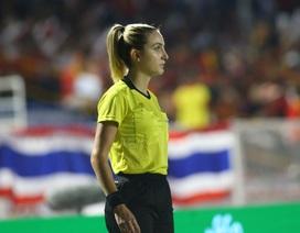 Vẻ đẹp nữ trọng tài làm việc ở trận chung kết bóng đá nữ gây sốt