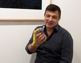 Quả chuối nghệ thuật giá 120.000 USD bị ăn ngay tại triển lãm